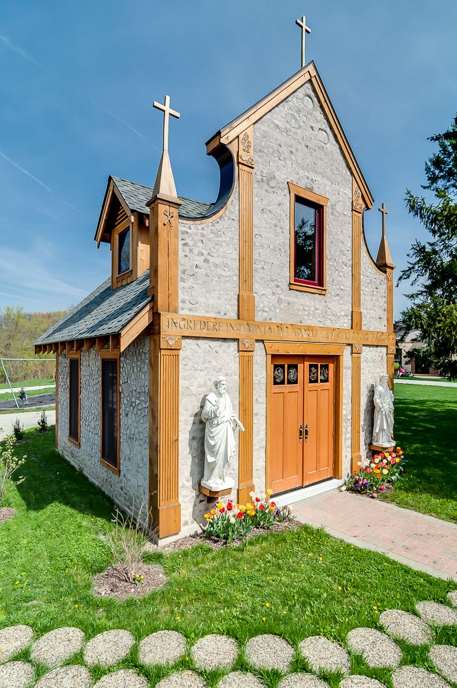 Our Lady of Guadalupe Cordwood Chapel in Chesterton, Indiana vic@vicroberts.com