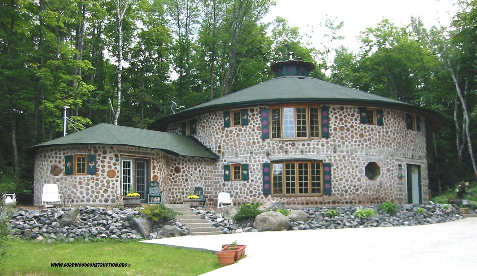 Cordwood in Bracebridge Ontario by Richard Flatau cordwoodconstruction.org