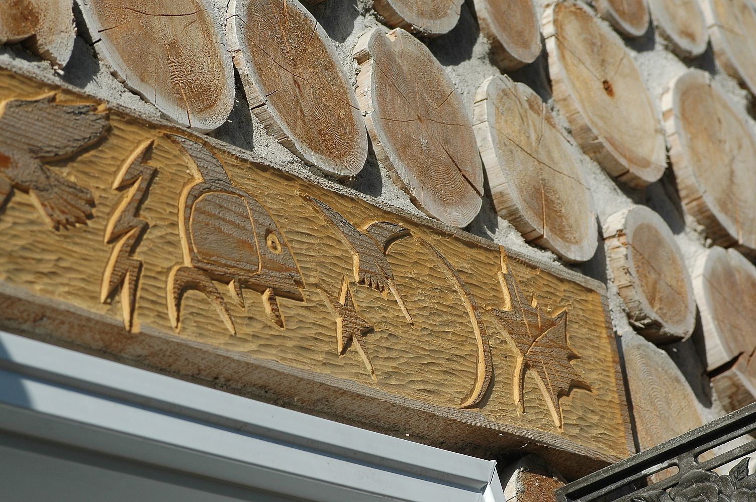 David Migwans carvings on Linda Willsons cordwood home