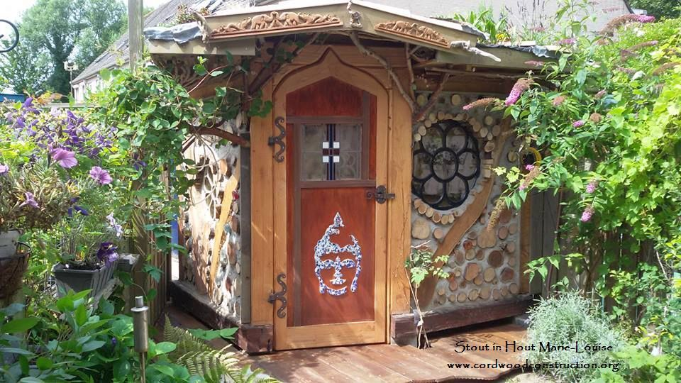 Cordwood Construction in Holland: a perfectly beautiful Cordwood Garden House