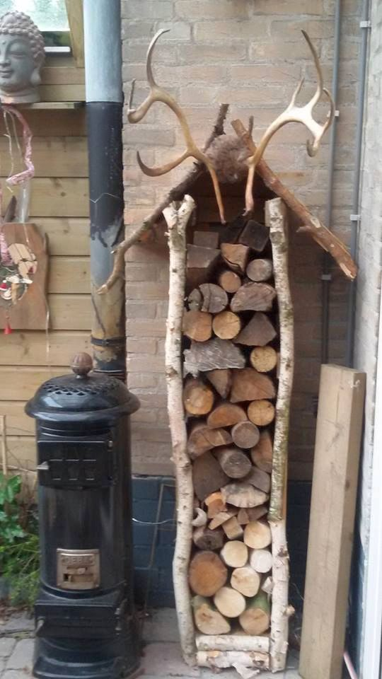 FB page of Stout in Hout Marie Louise who says firewood has to be boring