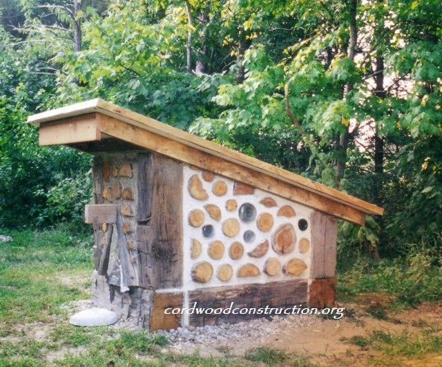 Dog house cordwood www.cordwoodconstruction.org photo credit Tom Huber with logo